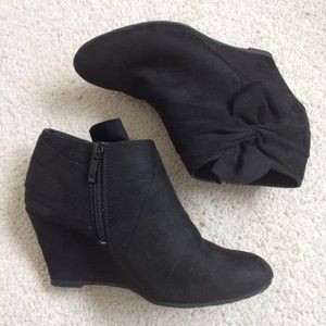 2b2b888f5c08f CL by Chinese Laundry Bow Vivid Ankle Booties EUC